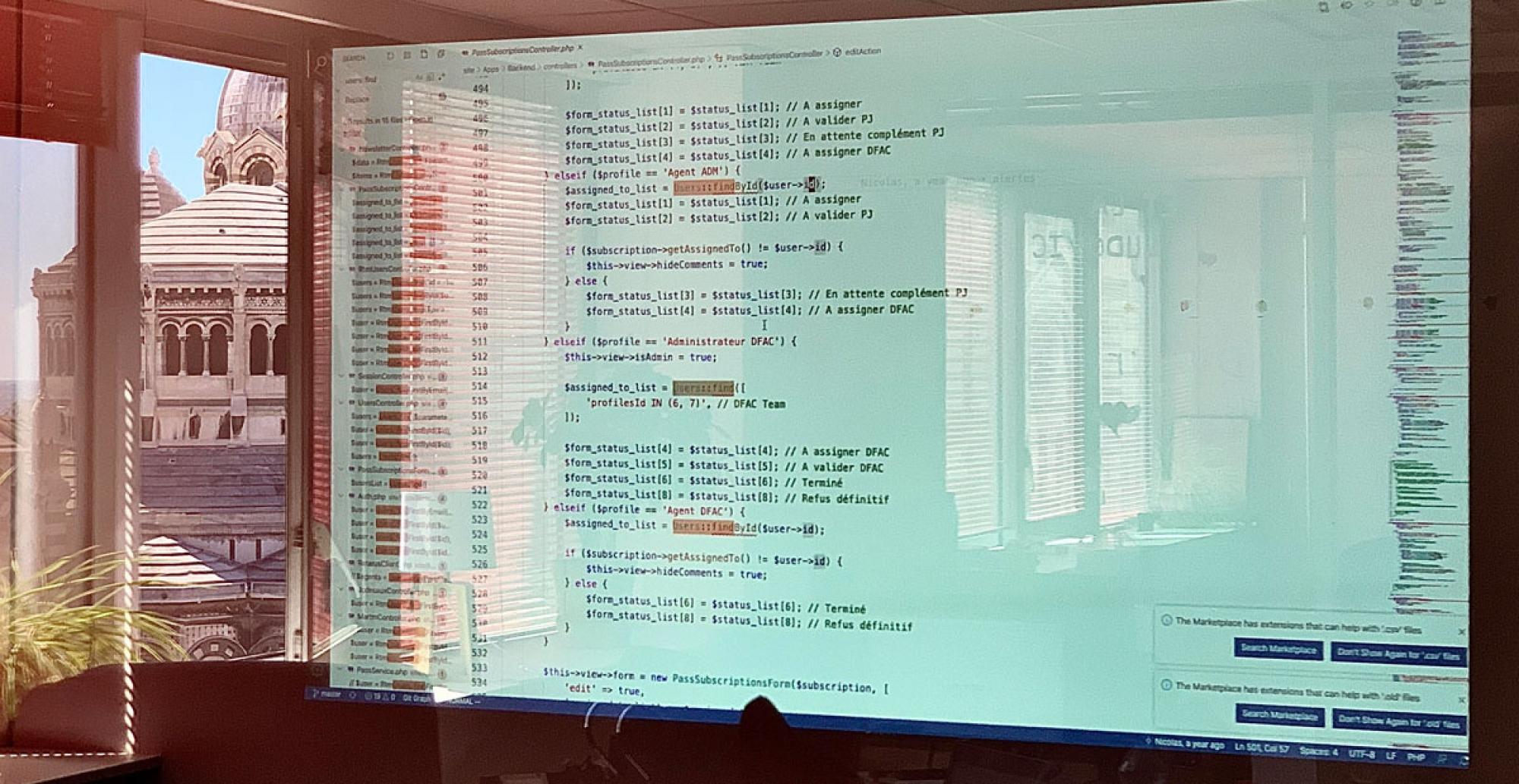 Photo d'une revue de code agence bluedrop.fr